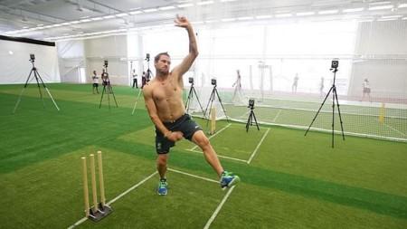 Para volver a jugar, los dos mejores lanzadores de cricket deben examinarse ante detectores de movimiento