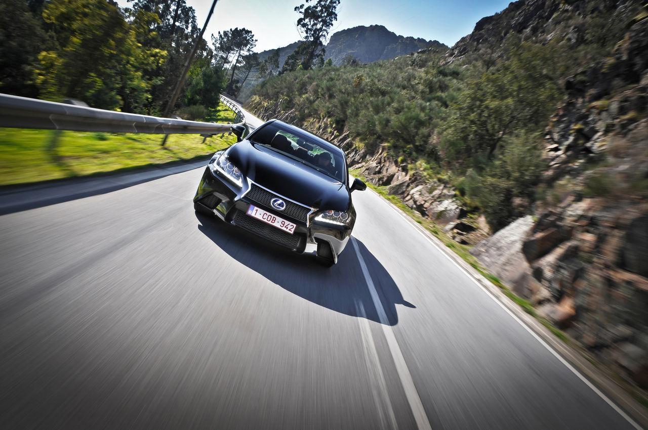 Foto de Lexus GS 450h F Sport (2012) (11/26)