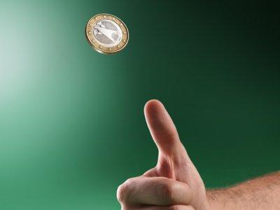 ¿De dónde sale lo de lanzar una moneda al aire para decidir unas elecciones?