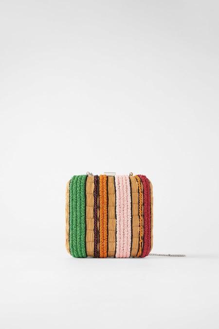 Bandolera formato caja en combinación de colores.