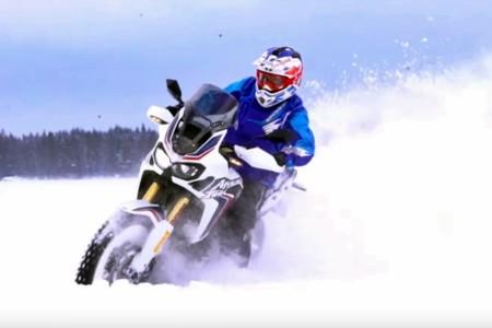 Este vídeo de la Honda Africa Twin en Finlandia no te dejará helado precisamente