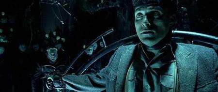 Dark City una película muy rara en la que hay que preguntar qué está pasando