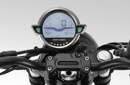 Moto Guzzi V7 Stone 2021 1