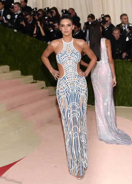 Kendall Jenner Gala Met 2016 Versace 2