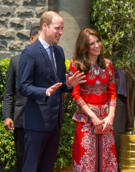Kate En La India Look Rojo