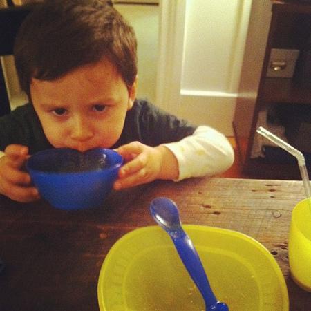 Cenando sopa