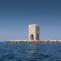La Torre Meloria, una extraña torre situada en un pequeño islote italiano