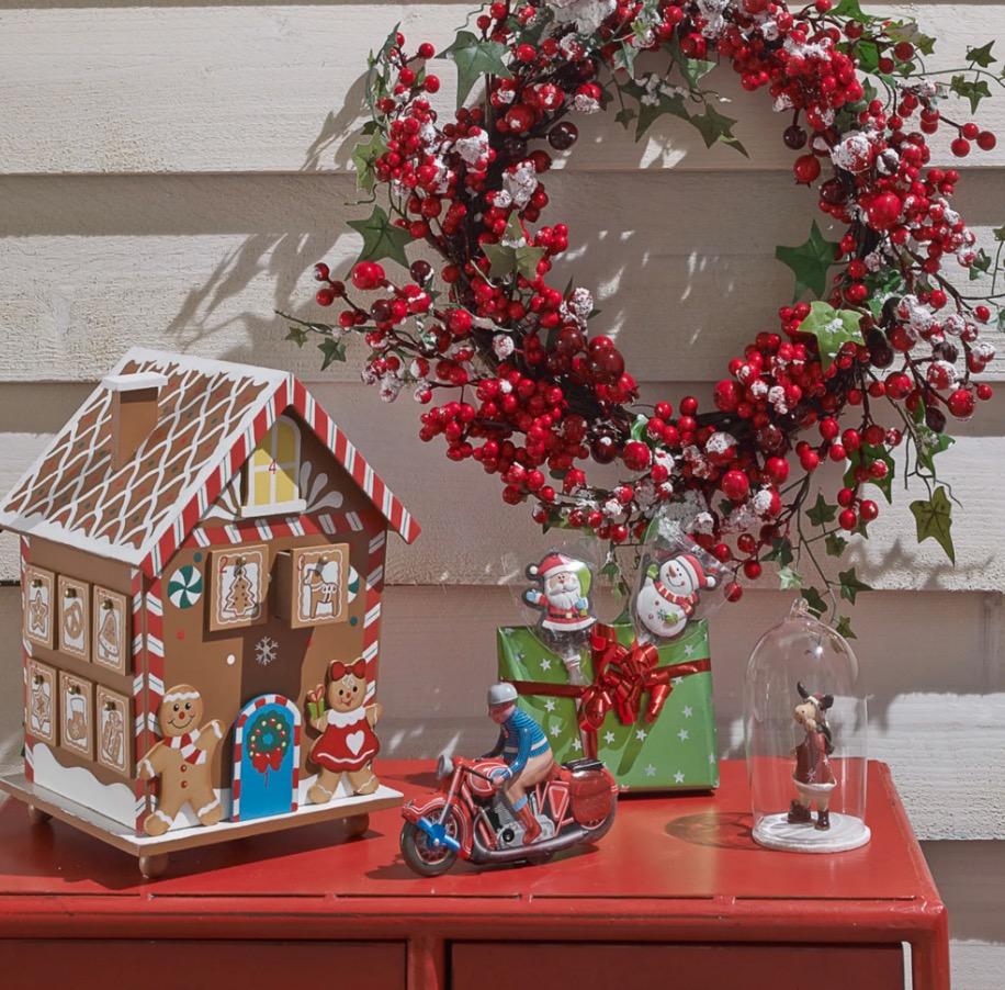 Calendario de Adviento en forma de casa de pan de jengibre multicolor