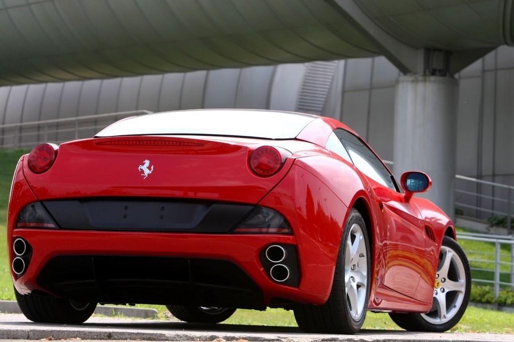 Foto de Ferrari California (21/50)