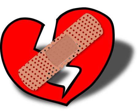 corazón roto con tirita encima