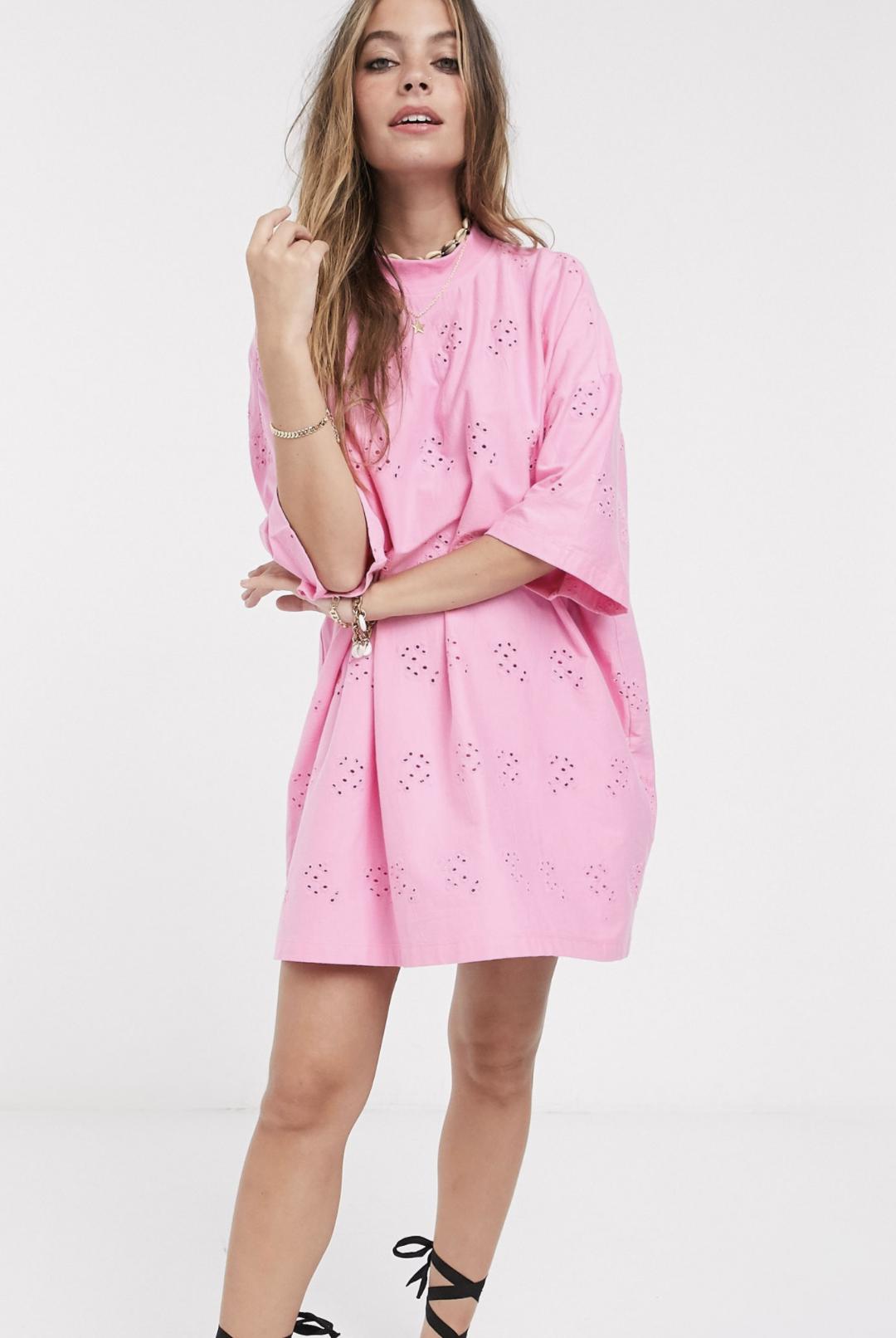 Vestido camisero extragrande con bordados en rosa de ASOS DESIGN Petite