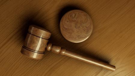 ¿Qué información debe incluir la página web a efectos legales?