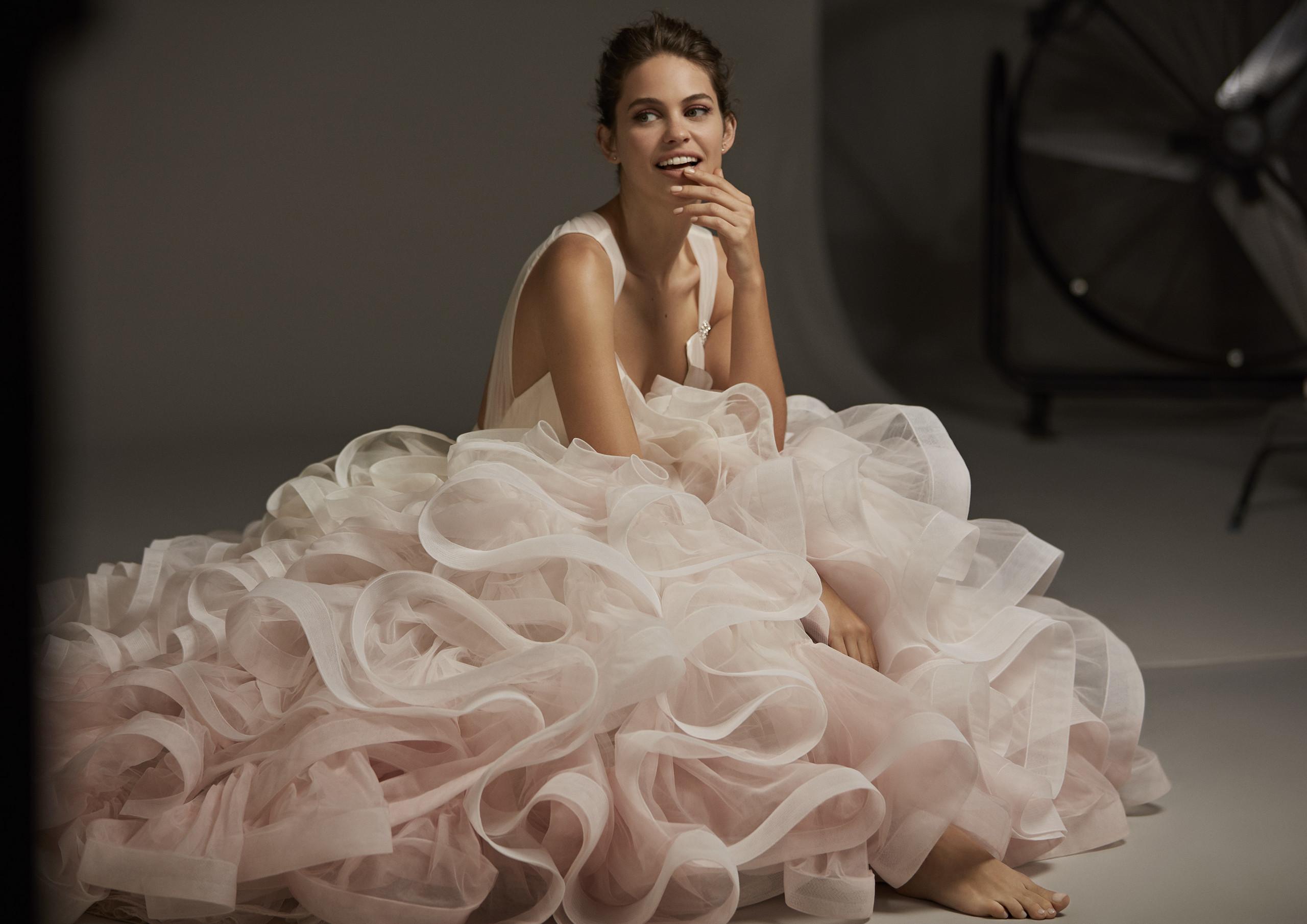 cdd4aeb317 La colección 2020 de Pronovias tiene vestidos hasta la talla 64