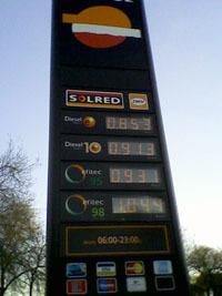 El precio del gasóleo permanece por debajo de la gasolina debido a la caída del consumo