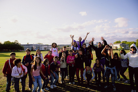 Niños que desean más tiempo para jugar y se preocupan por los temas sociales que les afectan