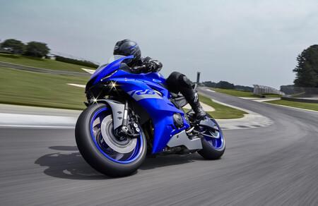 La mítica Yamaha YZF-R6 abandona la carretera y se queda sólo como moto de circuito con la R6 RACE