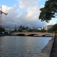Ojo con cruzar una calle de Honolulu mirando al móvil, la broma te puede salir por hasta 85 euros