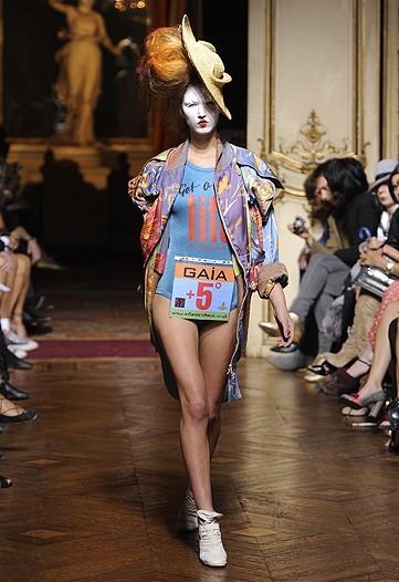 Foto de Vivienne Westwood Primavera-Verano 2010 en la Semana de la Moda de París (5/21)