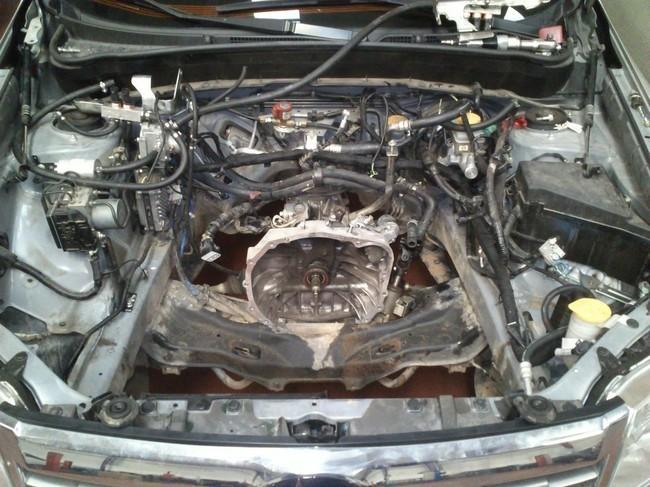 Subaru Forester con el motor extraído