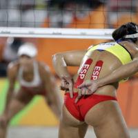 Bikinis y hijabs: ¿quién decide qué ropa tienen que usar los deportistas olímpicos?