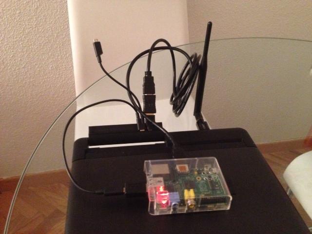 Demostración de que es posible alimentar la Raspberry Pi desde el Lapdock a través de uno de los conectores USB