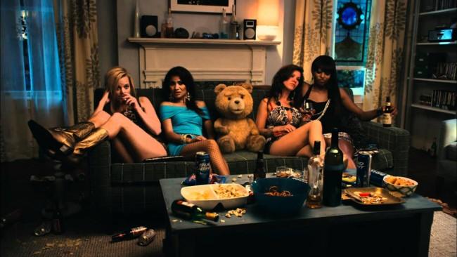 'Ted', tráiler español, clips, entrevistas y carteles de la película del creador de 'Padre de familia'