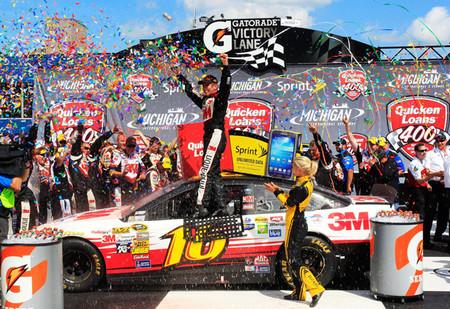Greg Biffle le da a Ford su victoria número 1.000 en la NASCAR