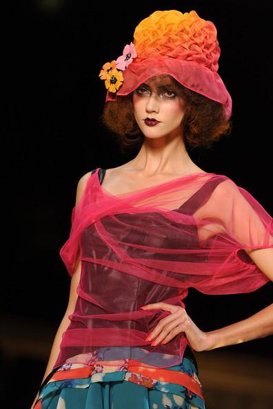 Foto de John Galliano Primavera-Verano 2011 en la Semana de la Moda de París (8/16)