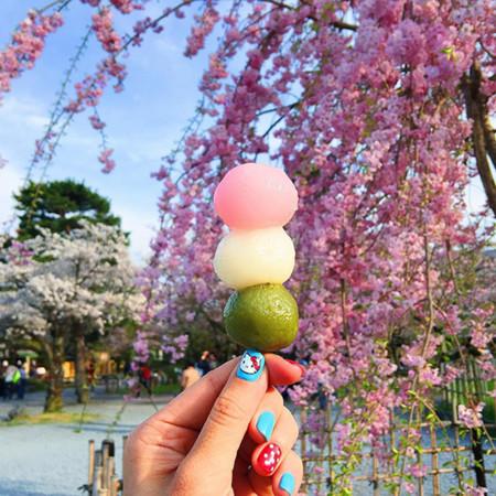 """""""Girl Eat World"""", una forma de viajar por el mundo a través de su comida callejera y de una cuenta de Instagram"""