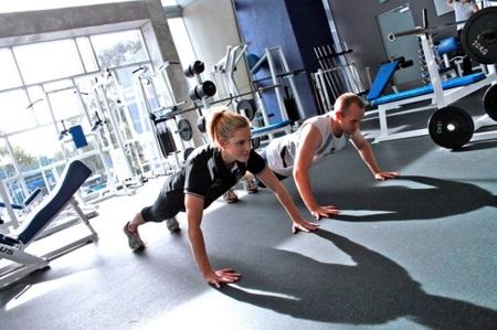 ¿Existen diferencias de una rutina de pesas para chicas?