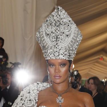 Gala MET 2018: no es un obispo sexy, es Rihanna