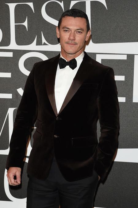 Luke Evans triunfa enfundado en terciopelo como el hombre más elegante para GQ Italia