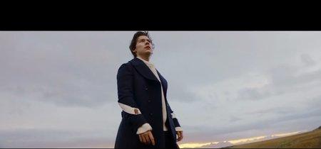 Y otra vez de Gucci, Harry Styles eleva su look (literalmente) en su video 'Sign of the Times'