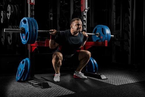 Por qué la sentadilla es uno de los ejercicios que no pueden faltar en tu rutina de entrenamiento: estos son sus beneficios