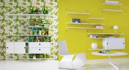 Una buena idea: estantes blancos sobre fondo de color