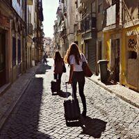 El INE ha empezado a extraer datos de Airbnb, Booking y Vrbo para poder conocer el número real de pisos turísticos en España