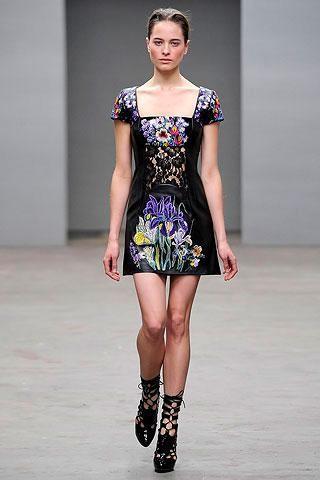 Christopher Kane Otoño-Invierno 2010/2011 en la Semana de la Moda de Londres