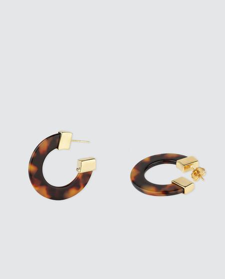 https://www.trendencias.com/complementos-ellas/esta-primavera-te-querras-montar-fieston-orejas-estos-11-pendientes-neon-bershka