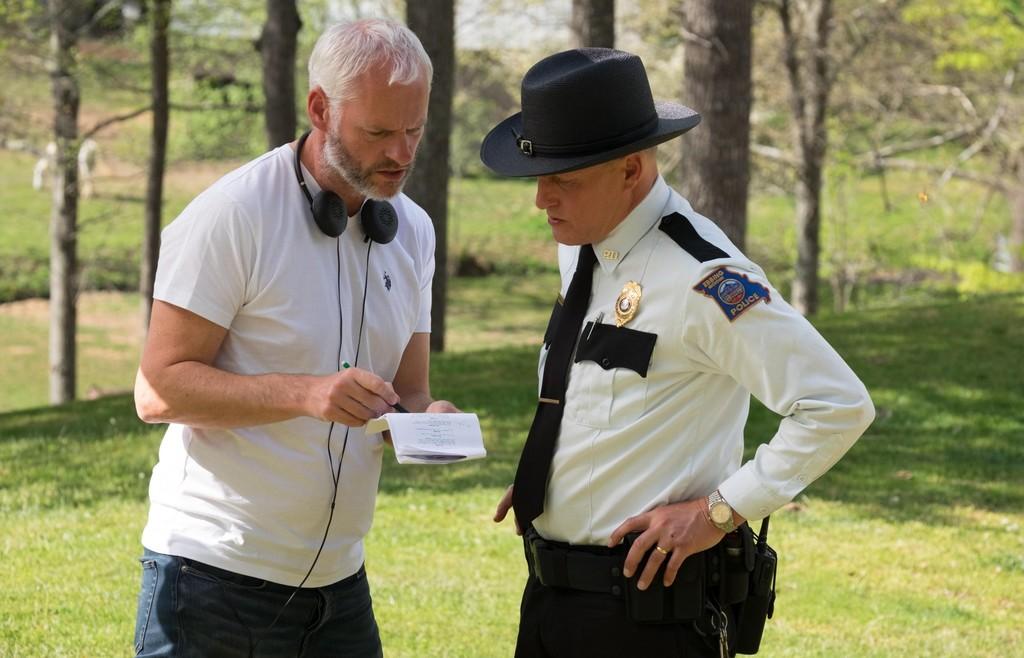 Martin McDonagh con Woody Harrelson rodando Tres Anuncios en las Afueras