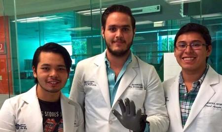 Desarrollan alumnos del Tec de Monterrey un guante para medir los latidos del corazón