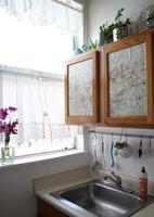 Una buena idea: forrar los muebles con mapas