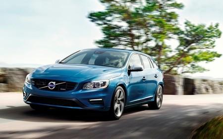 Volvo V60 Plug-in Hybrid R-Design azul