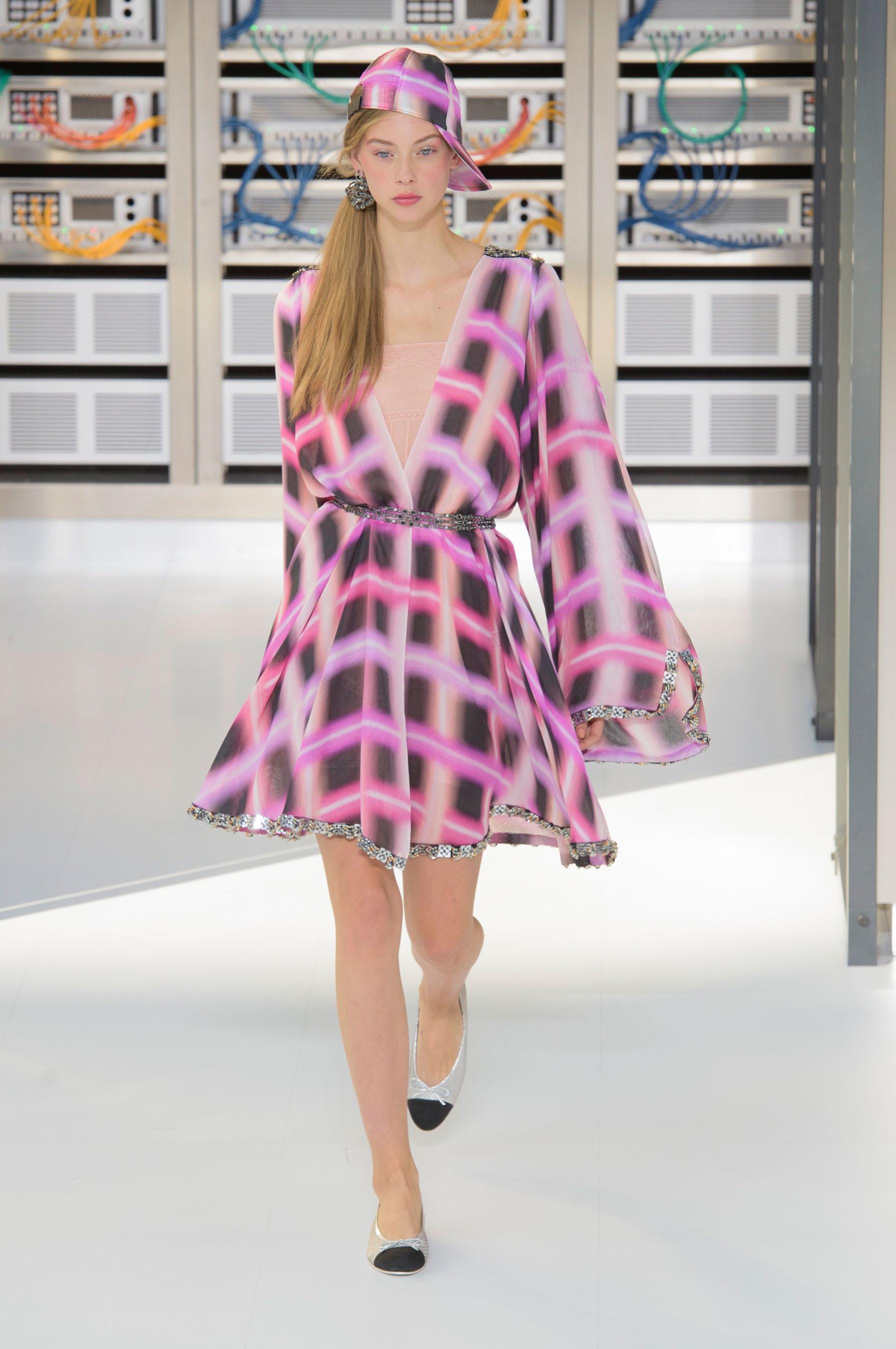 Foto de El regreso al futuro de Chanel en su colección Primavera-Verano 2017 (51/96)