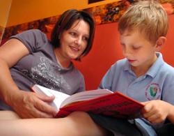 Los padres con estudios universitarios dedican más tiempo al cuidado y la educación de sus hijos
