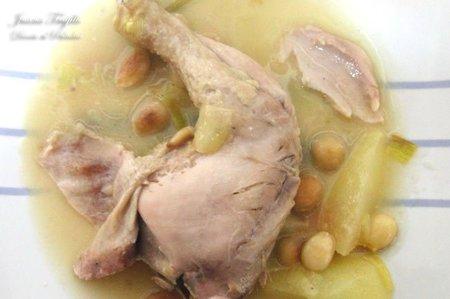 Pollo con almendras y peras al cava. Receta