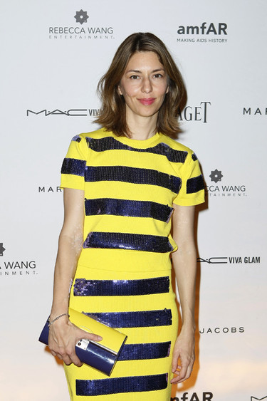 Una abeja maya moderna en la Gala amfAR de París