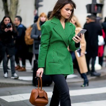 Los siete trucos de estilo para combinar y saber qué ropa favorece a las bajitas