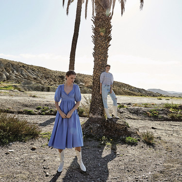 El azul celeste y el vainilla son los colores imprescindibles de Stradivarius ideales para la primavera