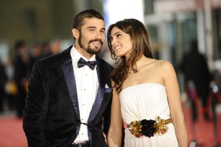La pareja, el estilo y la alfombra de los Premios Goya 2012