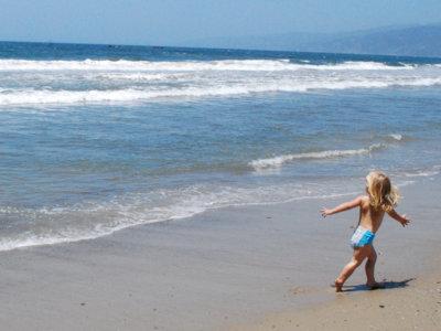 Qué podemos hacer los padres para que nuestros hijos no sean 'la chica del bañador verde'